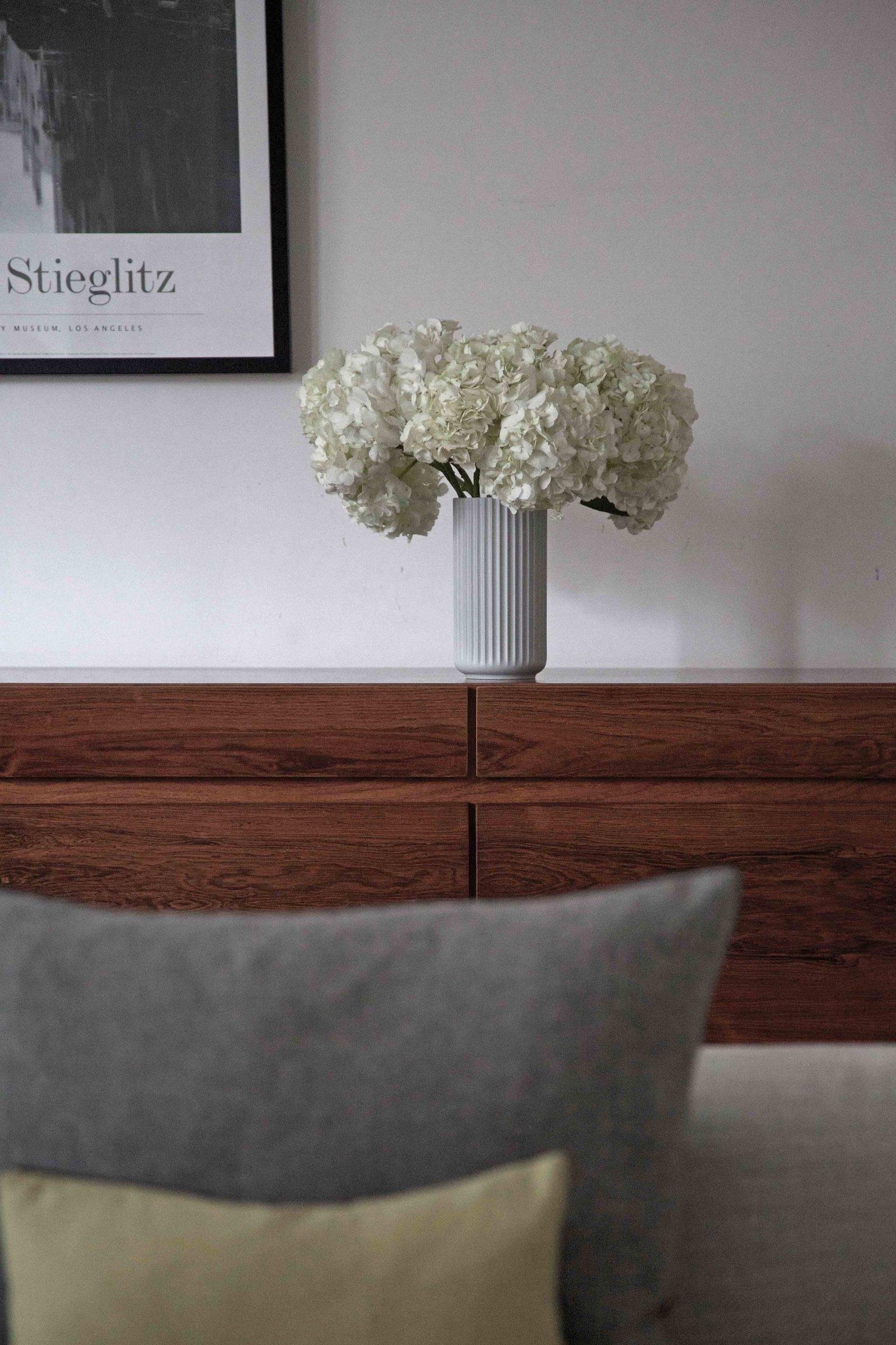 sideboard etail flowers 1600x2400