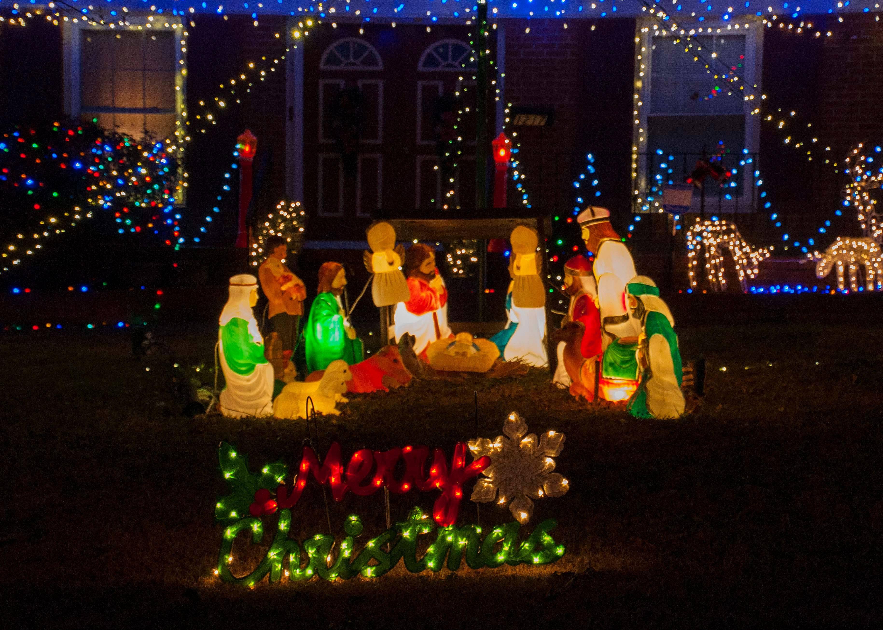 Christmasyarddecorations Getty 592c600a5f9b b0336