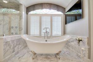 Gray Freestanding Tub Elegant White & Gray Calacatta Marble Master Bathroom with A