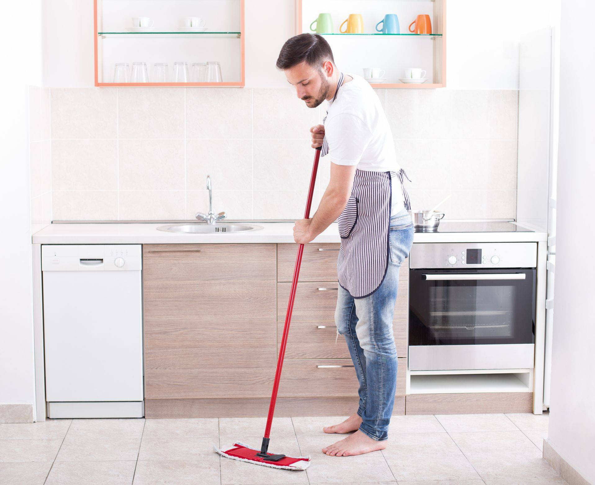 Manmoppingkitchenfloor Getty e eabe9c02eeffc1abf
