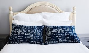 How to Wash Bed Pillows Lovely Pillow Talk 6 Ways to Style Decorative Bed Pillows