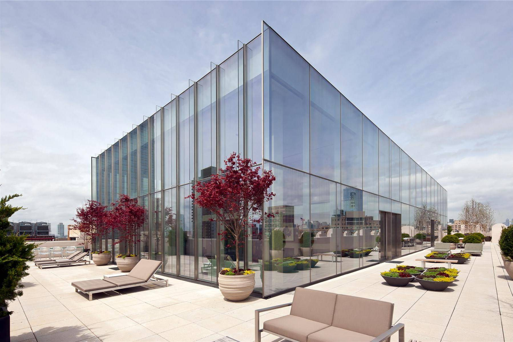 Skyloft Penthouse 02