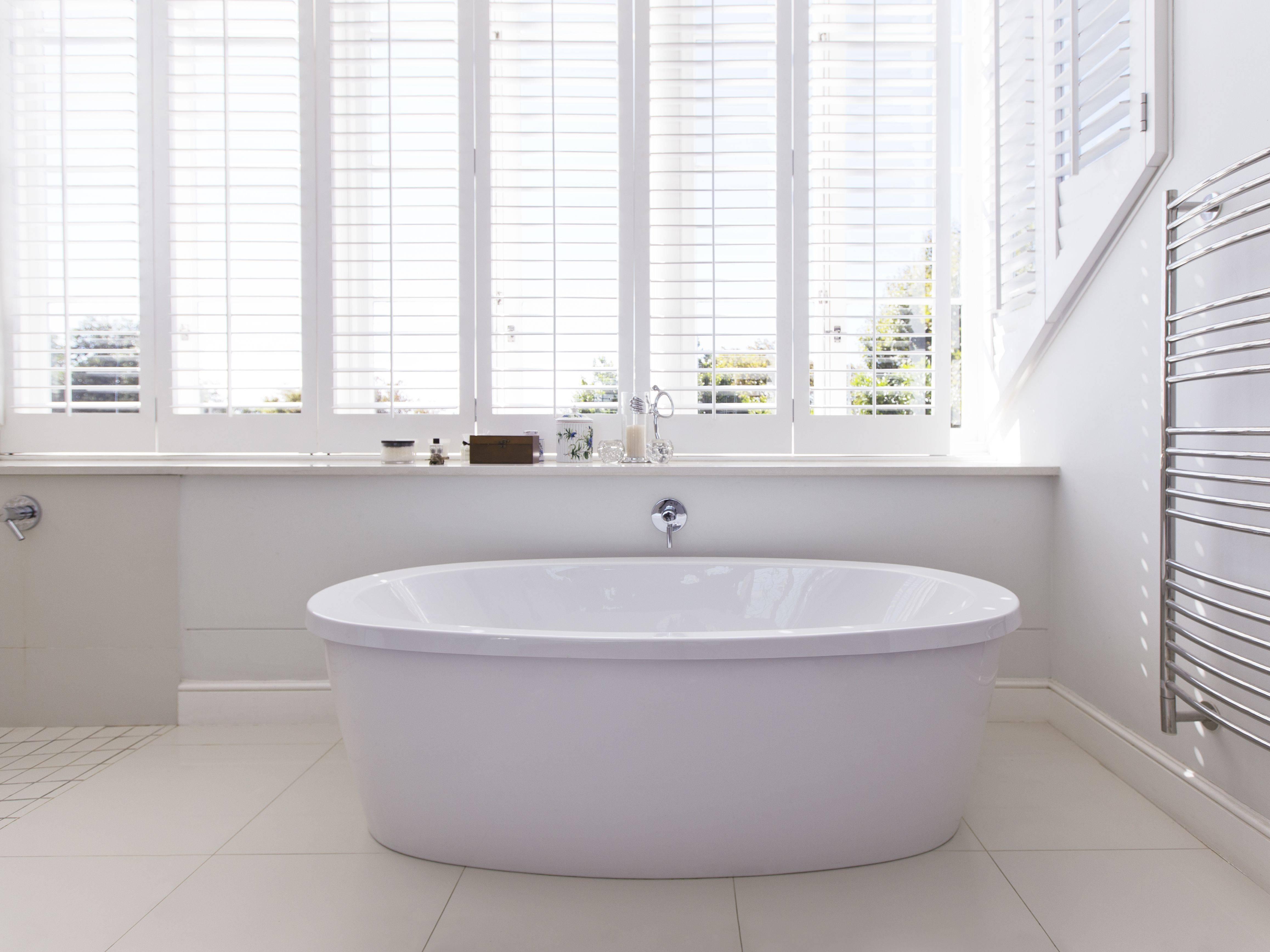 bathtub in modern bathroom cbe3849c3ae3edf3dd9efb0f3