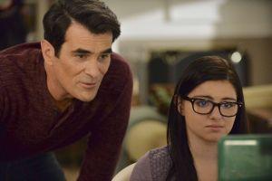 """Modern Family Station Best Of Modern Family Season 6 Episode 16 """"connection Lost"""" S"""