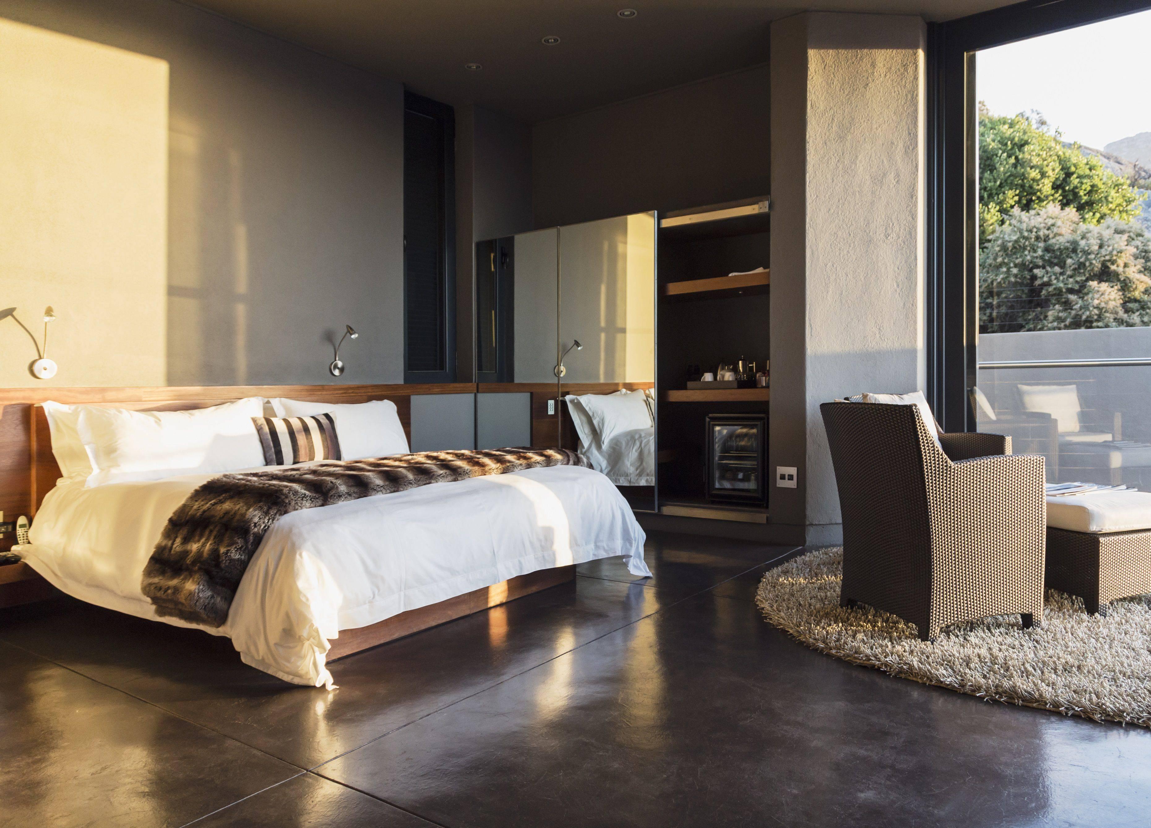 contemporary bedroom 2 56a08e963df78cafdaa2b2d6