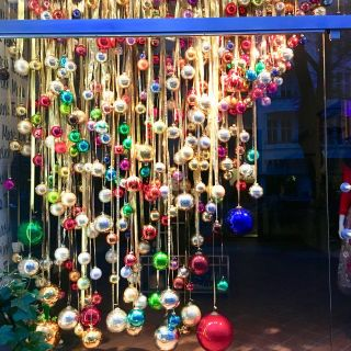 Shop Display Christmas Decorations New Pin On Shop Window Display