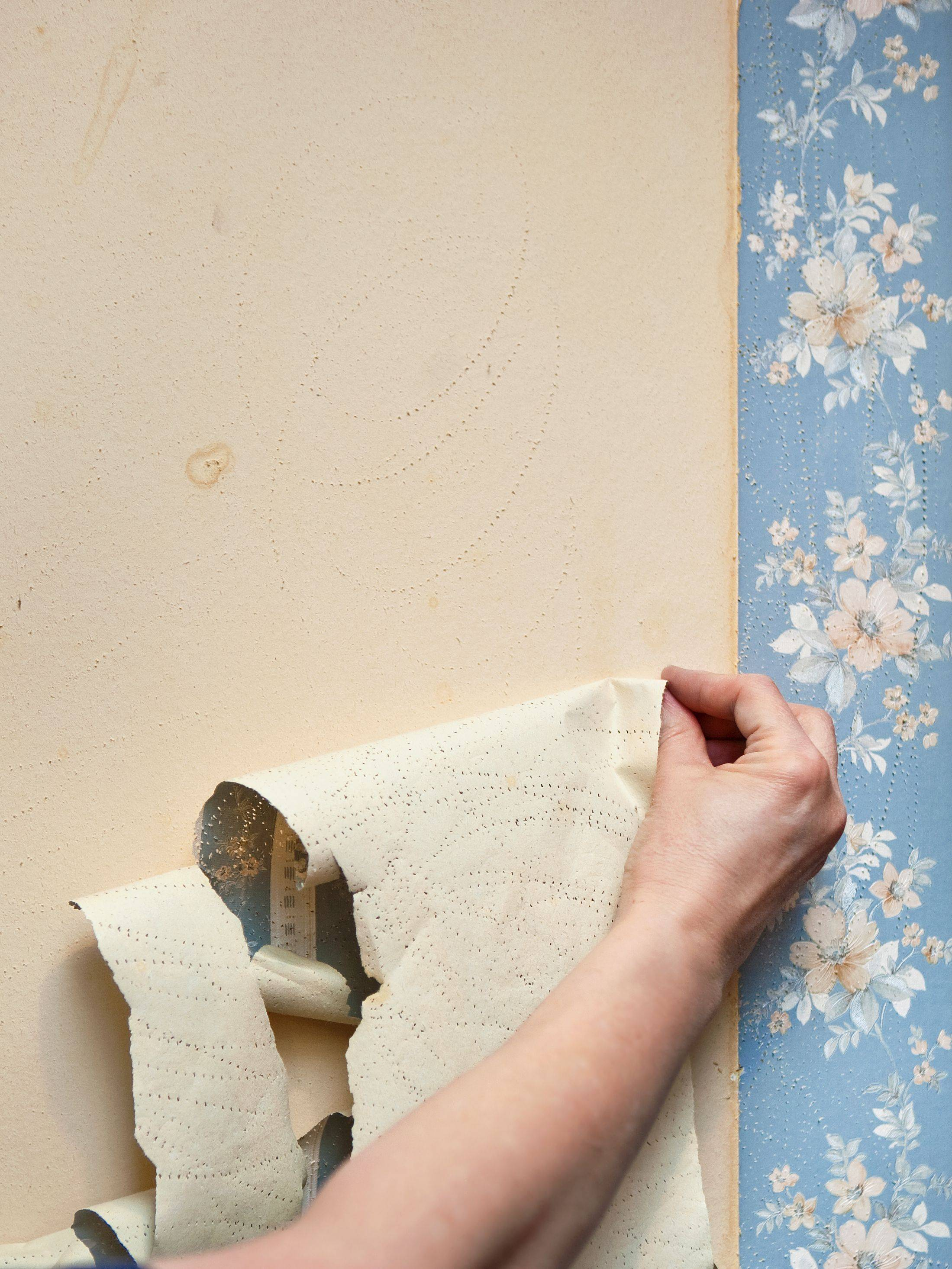 how to remove wallpaper lead