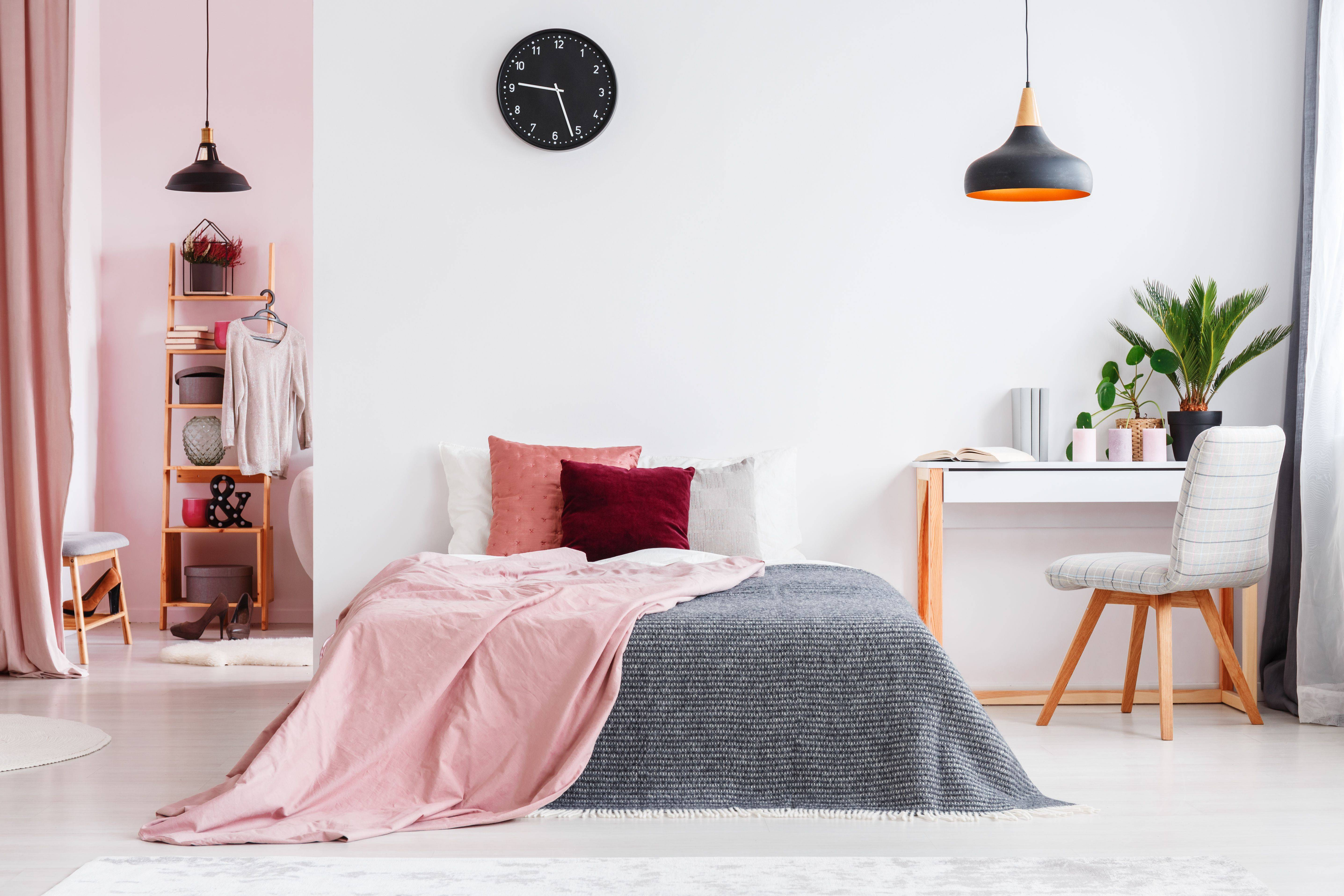 pink bedroom interior with chair 5abcfb5dfa6bcc b13