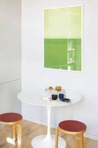 White Marble Tulip Table Beautiful Eero Saarinen Tulip Table with White Marble top and Stool 60