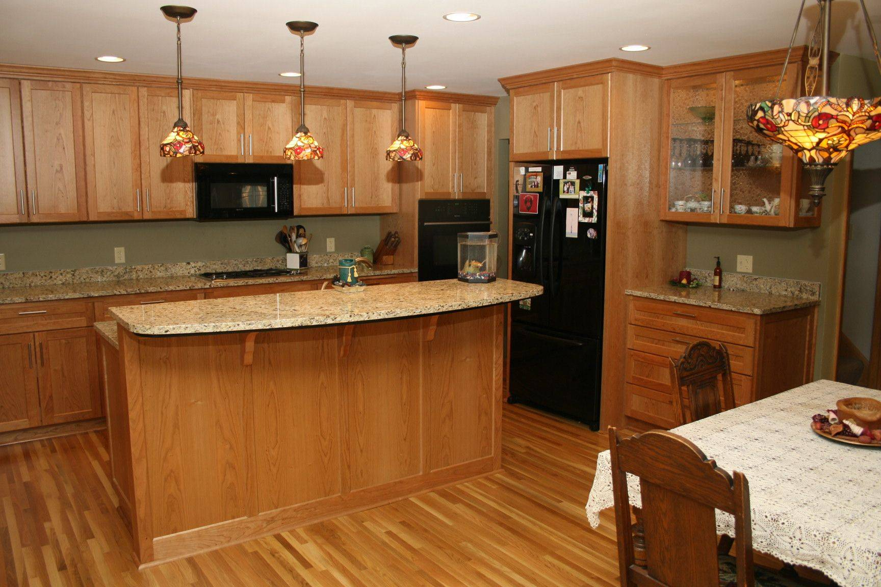 Honey Maple Cabinets | Home Design on Countertop Colors For Maple Cabinets  id=16599