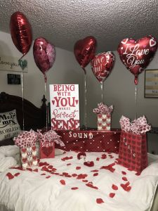 Valentine Romantic Bedroom Decoration Ideas 2020 Elegant Valentine S Day Surprise for Him 5 Senses