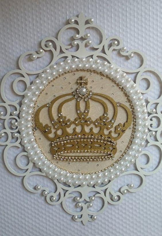 Metal crown wallpaper decor